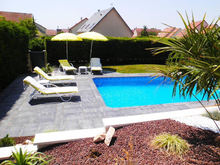 Après, aménagement autour de la piscine: piscines de style par ad2 ...