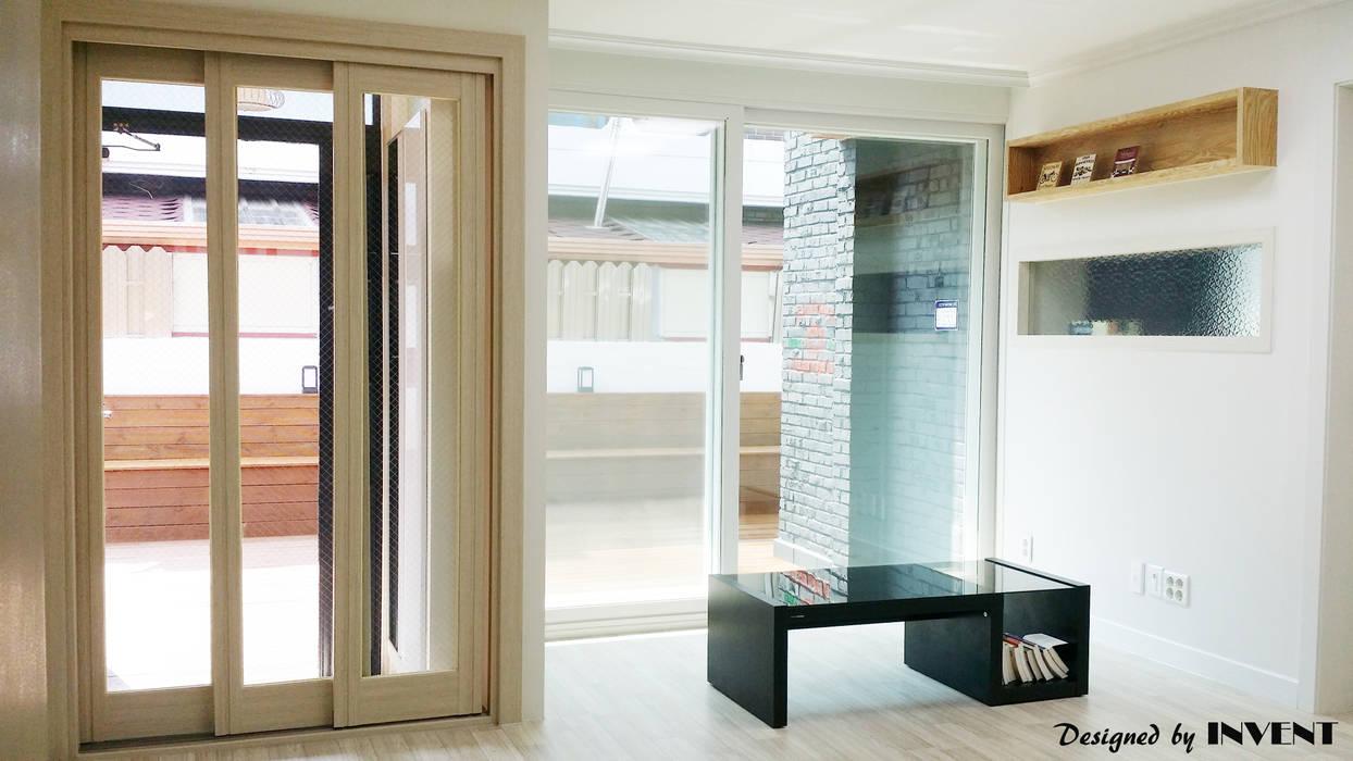 Living room by 인벤트 디자인, Modern