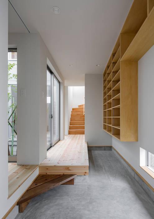 萩原健治建築研究所 Minimalist corridor, hallway & stairs