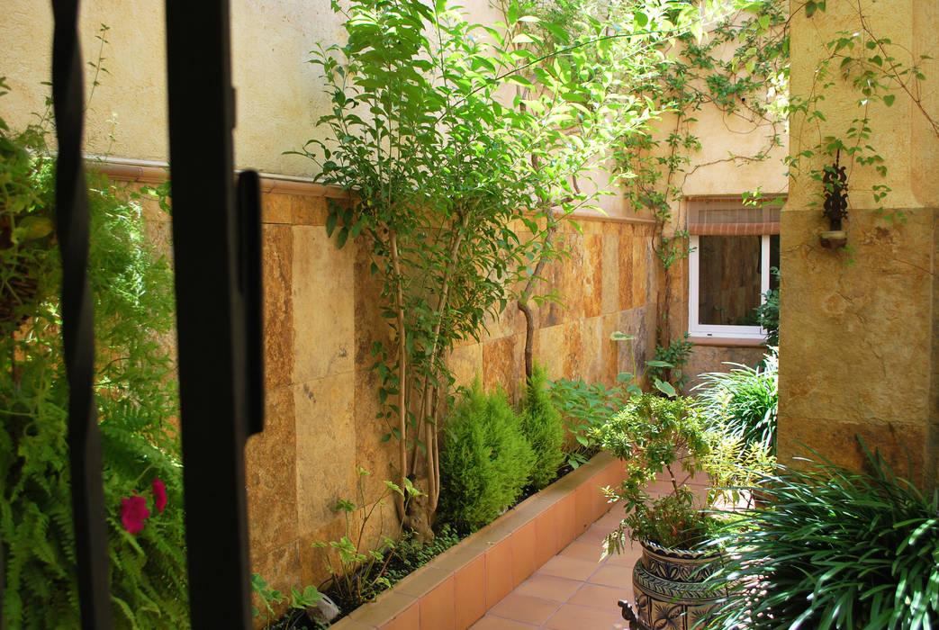 Mediterranean style balcony, veranda & terrace by Vicente Galve Studio Mediterranean