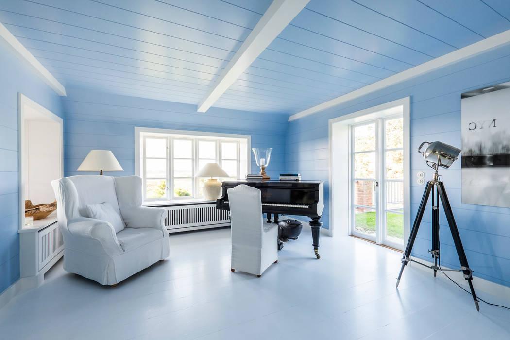 Klavier im Wohnbereich mit freiem Blick zu den Dünen Ralph Justus Maus Architektur Klassische Wohnzimmer