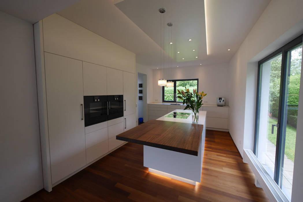 Moderne küche mit insel moderne küchen von teamlutzenberger ...