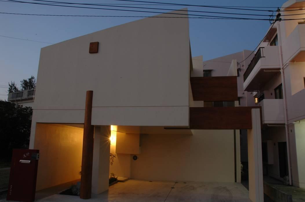 アアキ前田 株式会社 Casas de estilo ecléctico