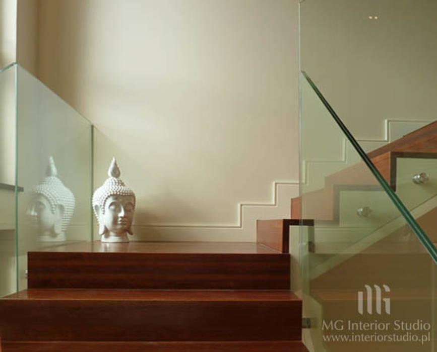 經典風格的走廊,走廊和樓梯 根據 MG Interior Studio Michał Głuszak 古典風