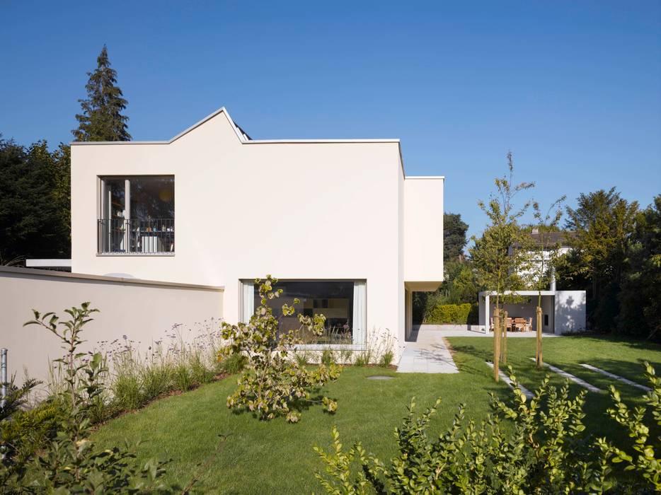 Modern Houses by Merlo Architekten AG Modern