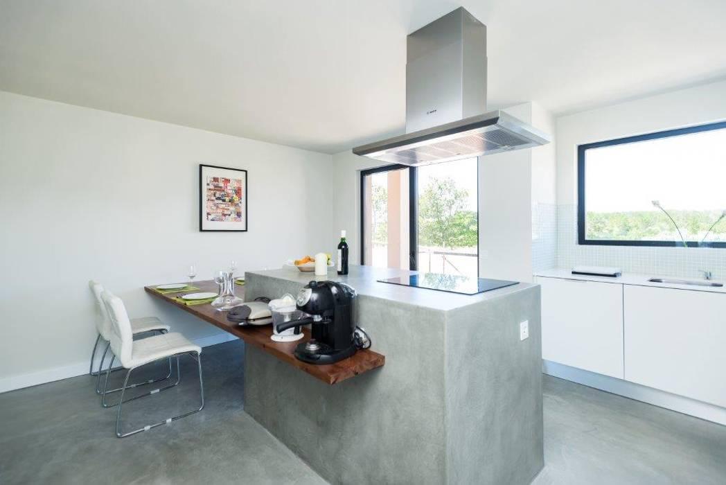Modern Kitchen by shfa Modern