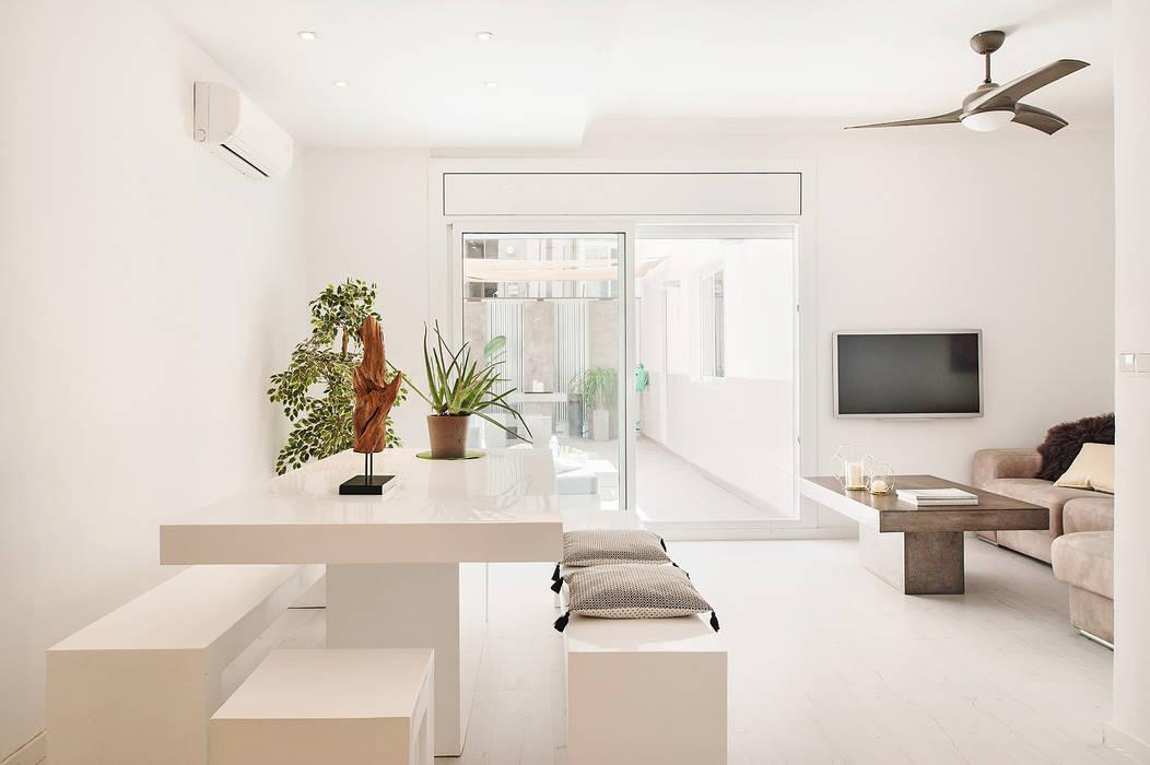 Comedor minimalista en blanco Comedores de estilo minimalista de Markham Stagers Minimalista