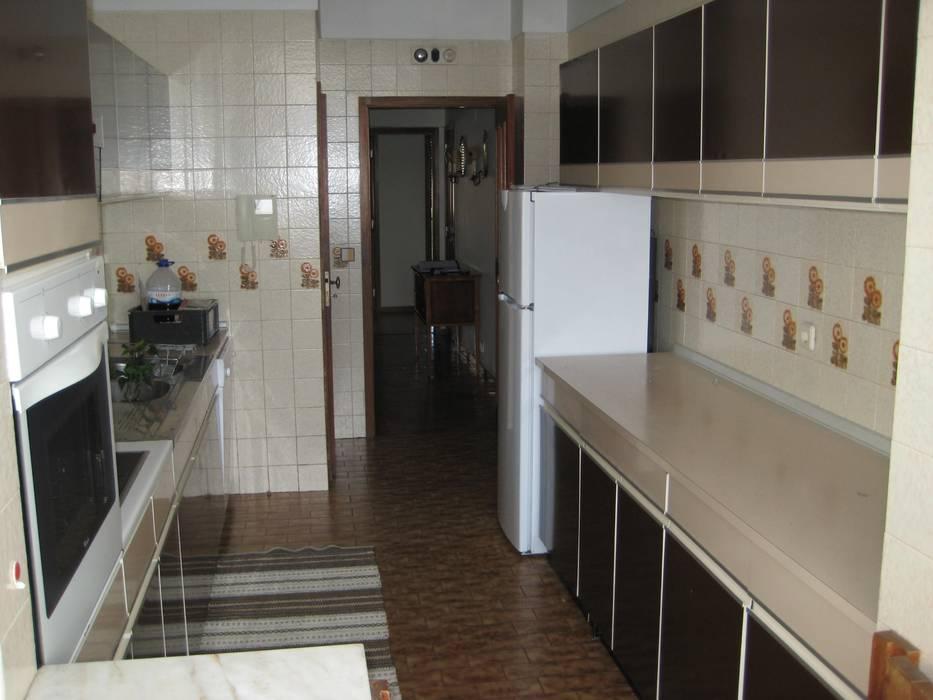 Moderne Küchen von Germano de Castro Pinheiro, Lda Modern