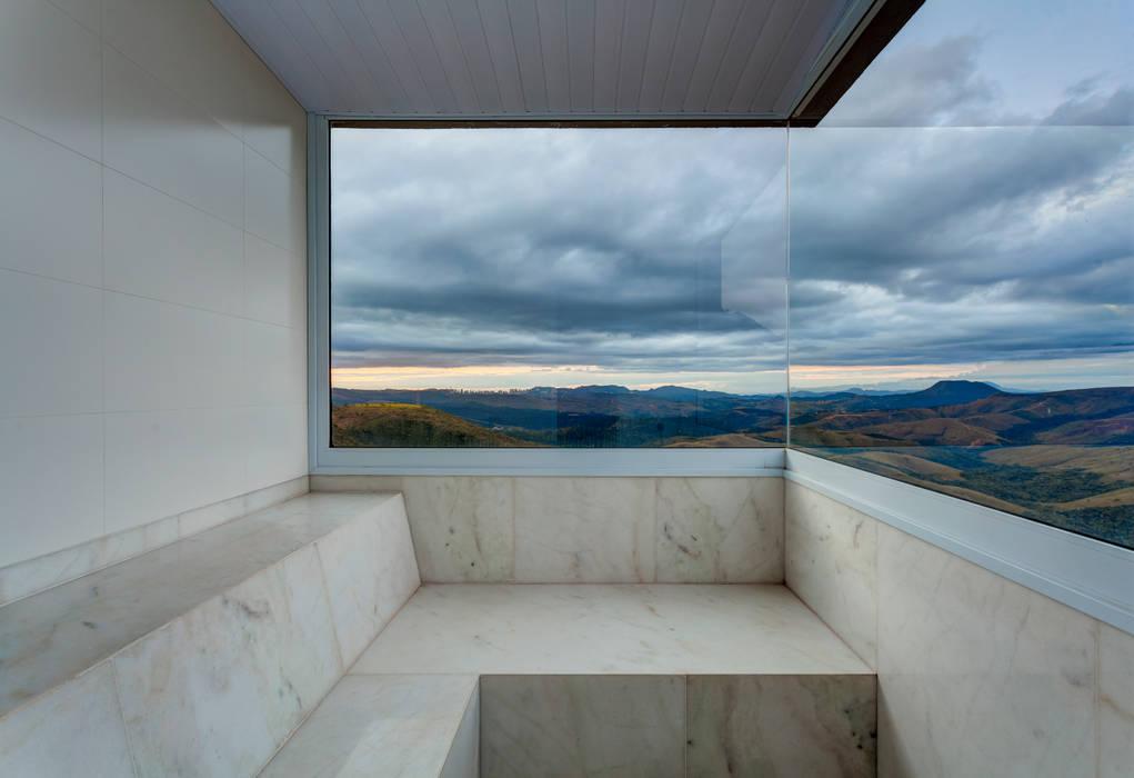 Sauna: Banheiros  por Lage Caporali Arquitetas Associadas,