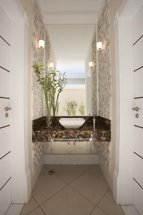 Casa Curvas no Neoclássico Banheiros modernos por Arquiteto Aquiles Nícolas Kílaris Moderno