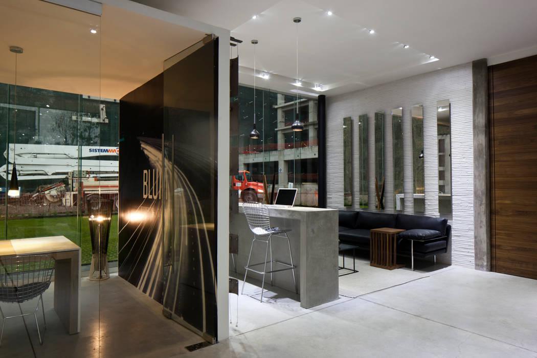 Modern Study Room and Home Office by Taller David Dana Modern