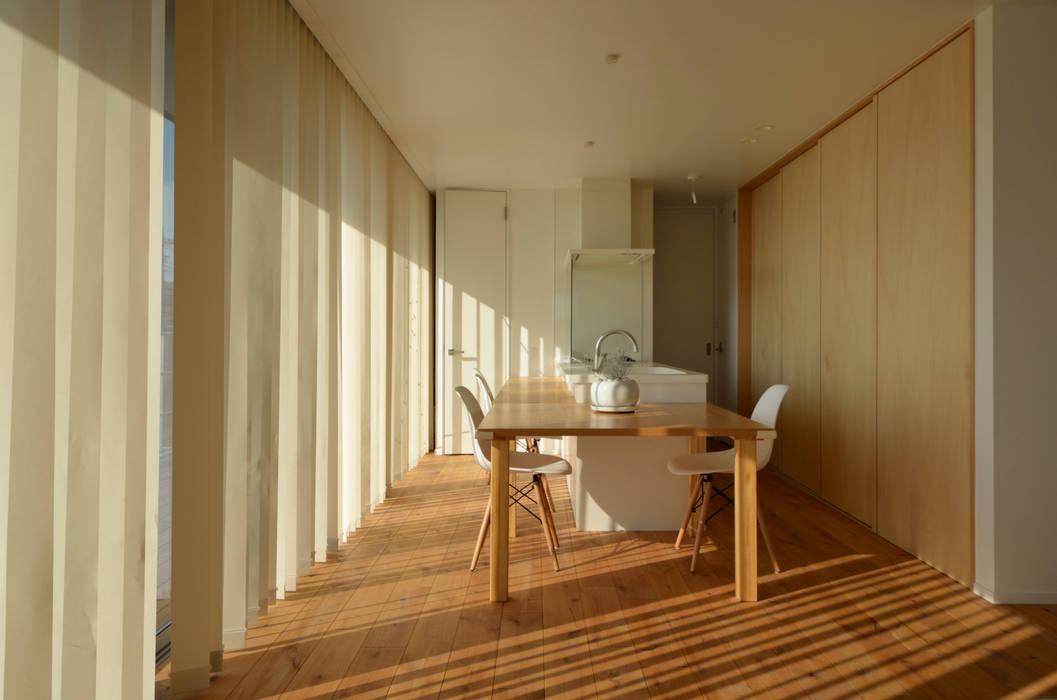 Sunset House ミニマルデザインの キッチン の 富田健太郎建築設計事務所 ミニマル 木 木目調