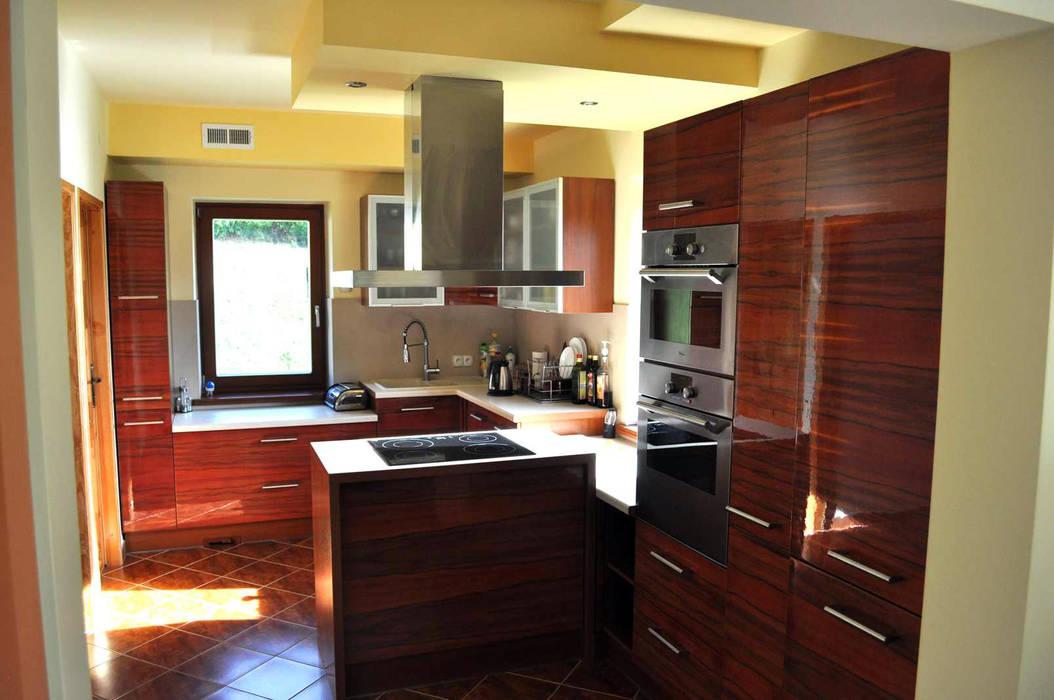 現代廚房設計點子、靈感&圖片 根據 CHOŁUJ DESIGN s.c. 現代風