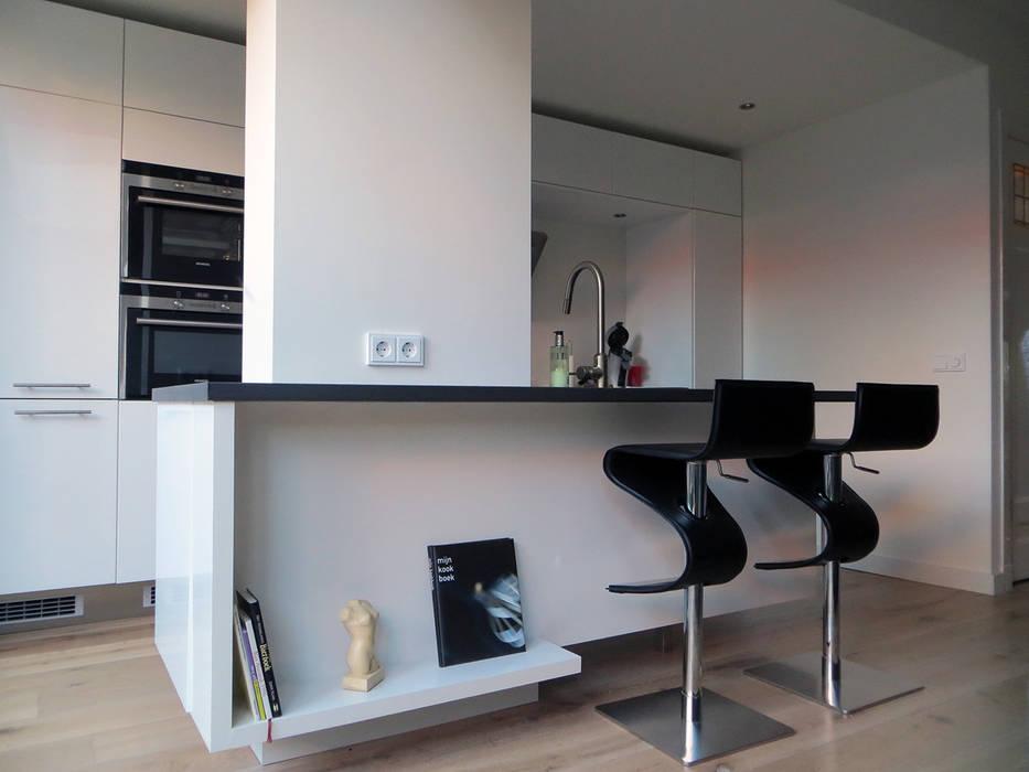 Cozinhas modernas por De Ontwerpdivisie Moderno