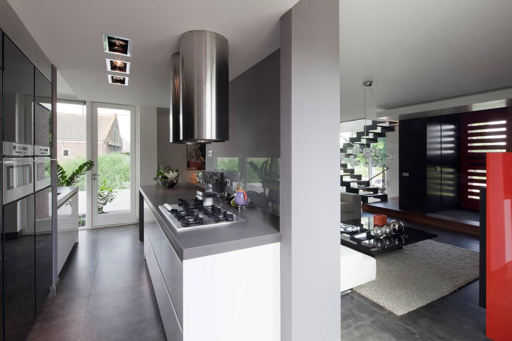 Nhà bếp theo MEF Architect, Hiện đại