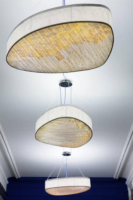 grand galet: Couloir et hall d'entrée de style  par touchoflight