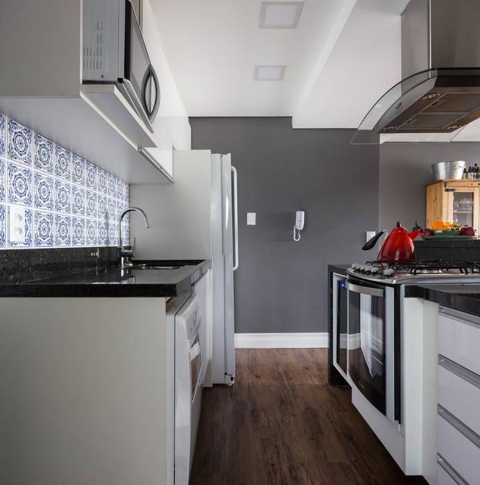 Cozinha: Cozinhas  por Juliana Damasio Arquitetura