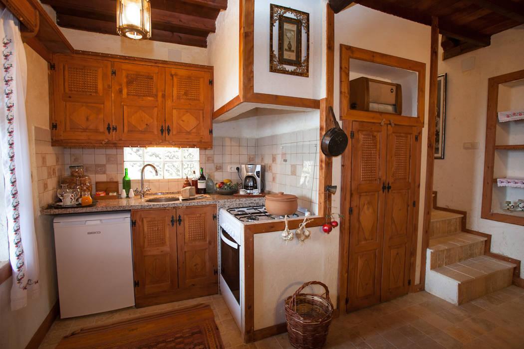 Hoyran Wedre Country Houses – Balayı Evi:  tarz Mutfak,