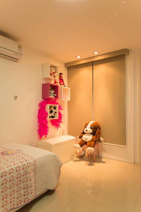 Apartamento Neutro Quarto infantil minimalista por Lina Eleutério Arquitetura Minimalista
