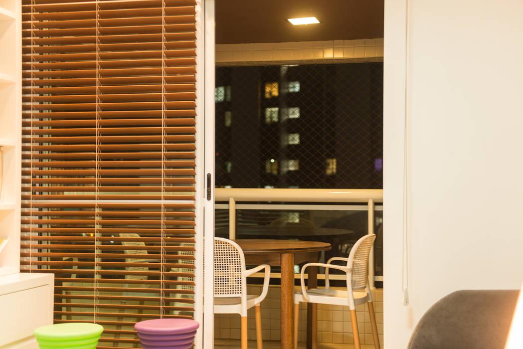 Apartamento Neutro Varandas, alpendres e terraços minimalistas por Lina Eleutério Arquitetura Minimalista