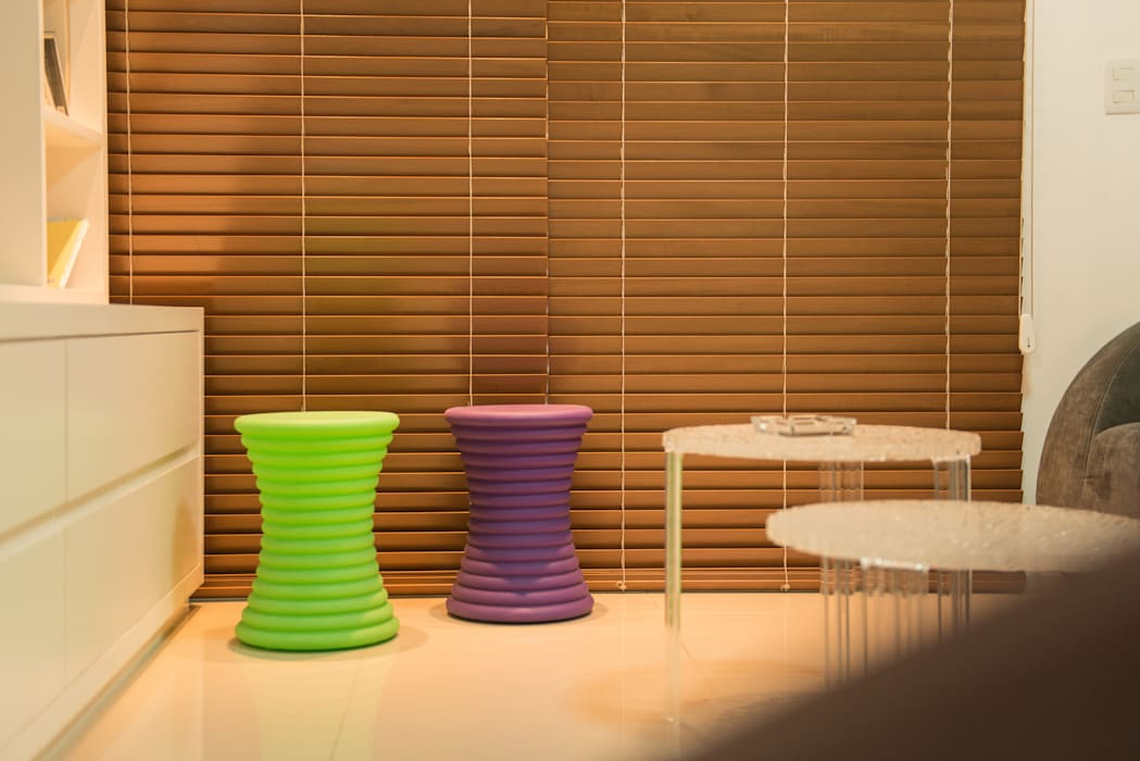 Apartamento Neutro: Salas de estar  por Lina Eleutério Arquitetura,