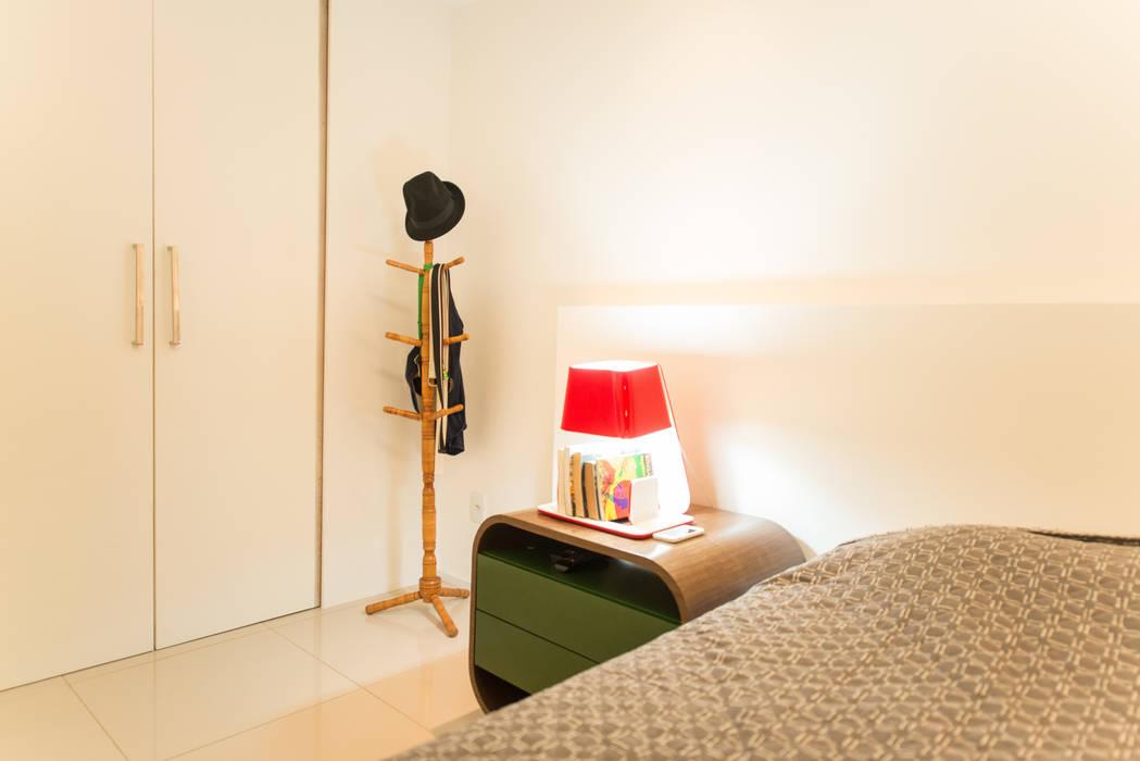 Apartamento Neutro: Quartos  por Lina Eleutério Arquitetura,