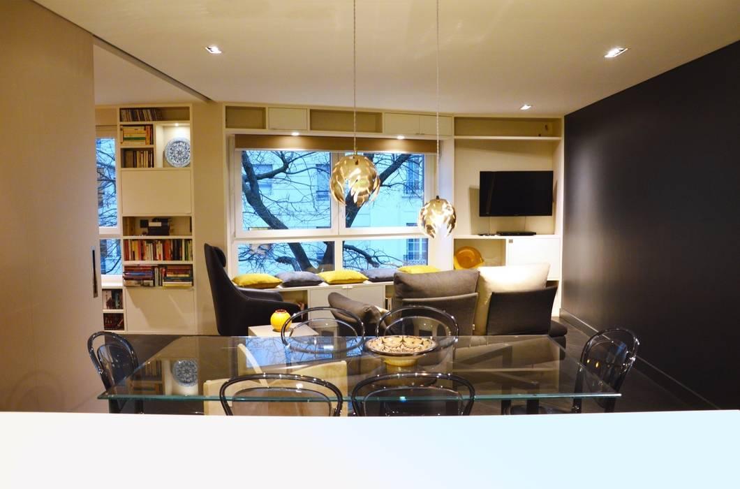 Salon salle à manger: Salon de style de style Moderne par Agence MIND