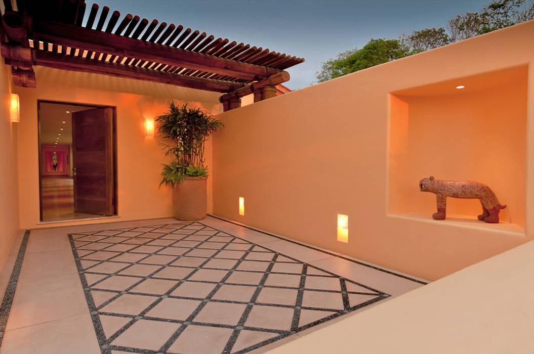 Kupuri Paredes y pisos de estilo tropical de BR ARQUITECTOS Tropical