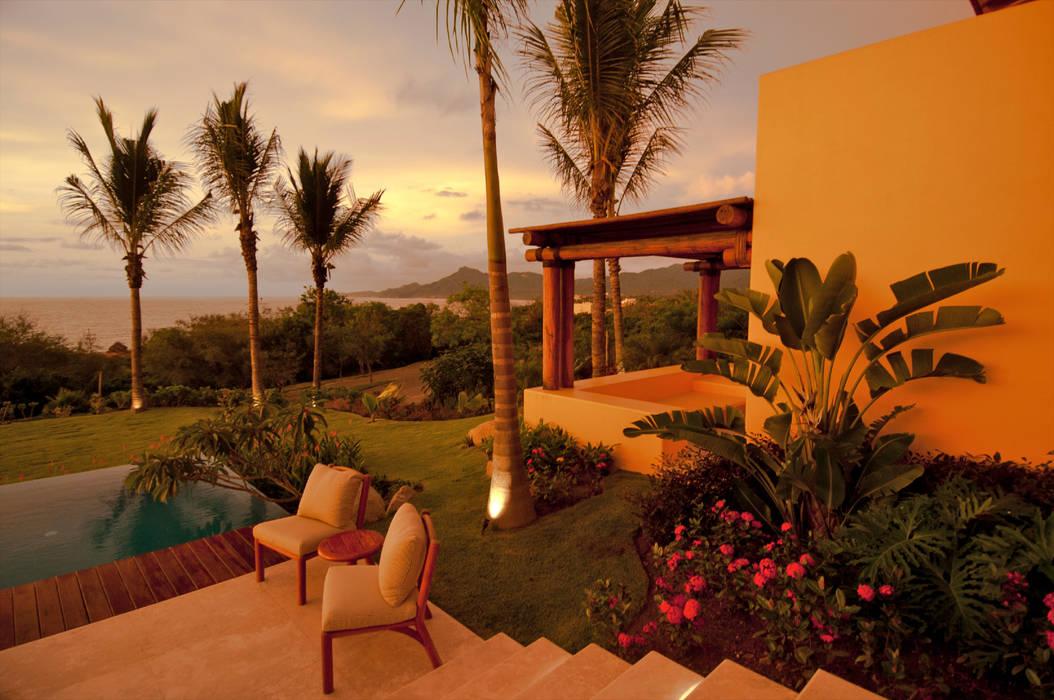 BR ARQUITECTOS Tropical style garden