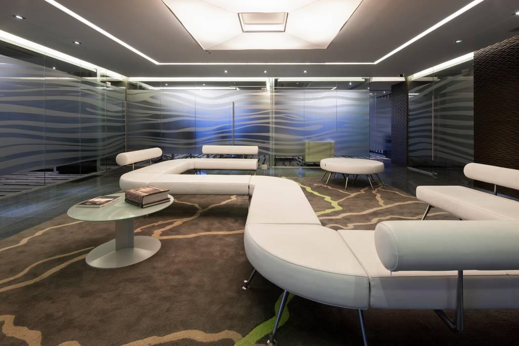 Torre Helicon Edificios de oficinas de estilo minimalista de UNUO Interiorismo Minimalista