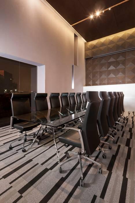 Torre Helicon : Edificios de Oficinas de estilo  por UNUO Interiorismo , Minimalista