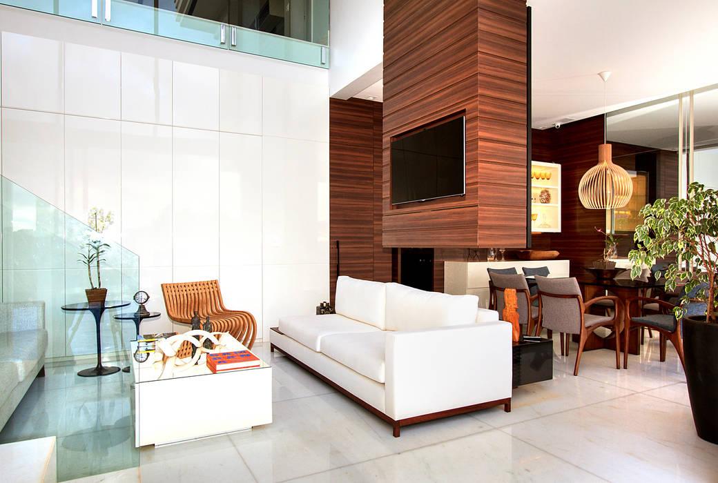 Casa Alphaville | Cond. das Árvores Maina Harboe Arquitetura Salas de estar modernas