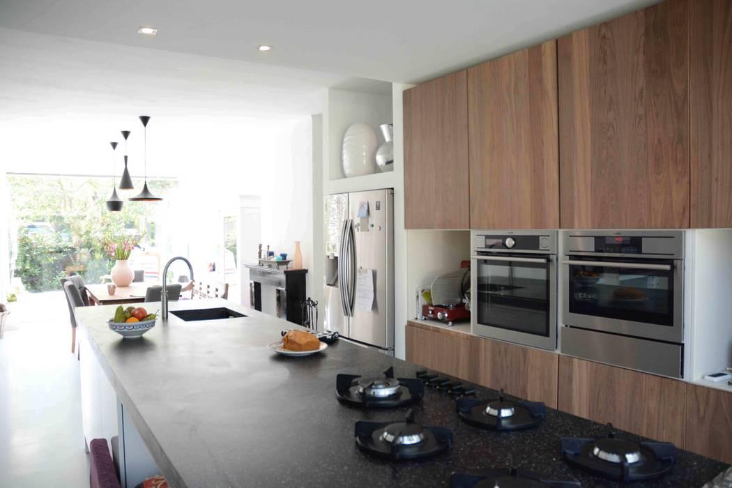 keuken:  Keuken door TIEN+ architecten, Modern