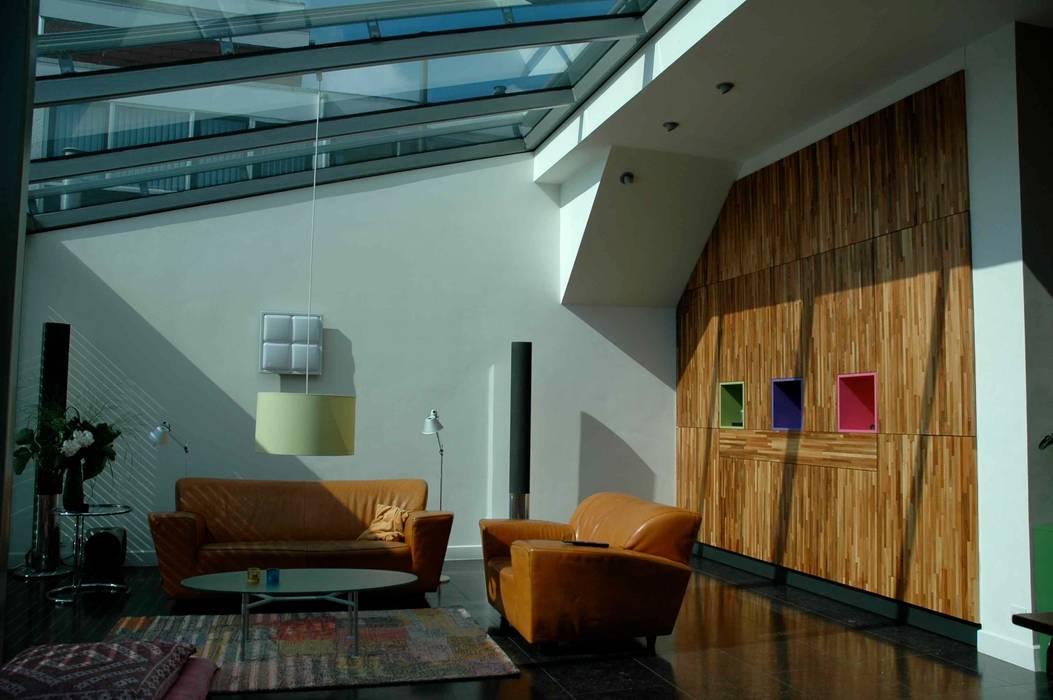 Modern Living Room by TIEN+ architecten Modern