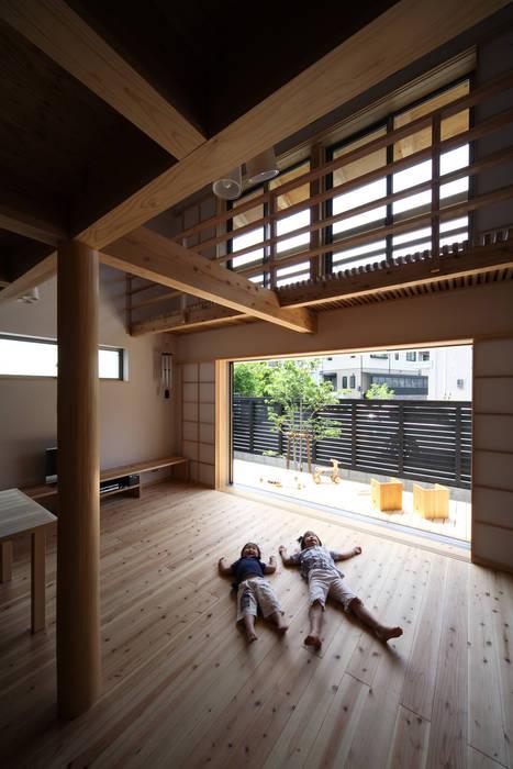 Wohnzimmer von 芦田成人建築設計事務所,