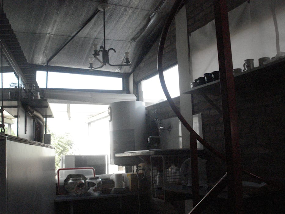 la kitchen: Estudios y oficinas de estilo moderno por CRISTINA FORNO