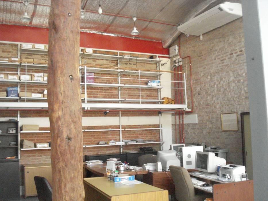 interrelacion de materiales y colores: Estudios y oficinas de estilo  por CRISTINA FORNO,Moderno Madera Acabado en madera