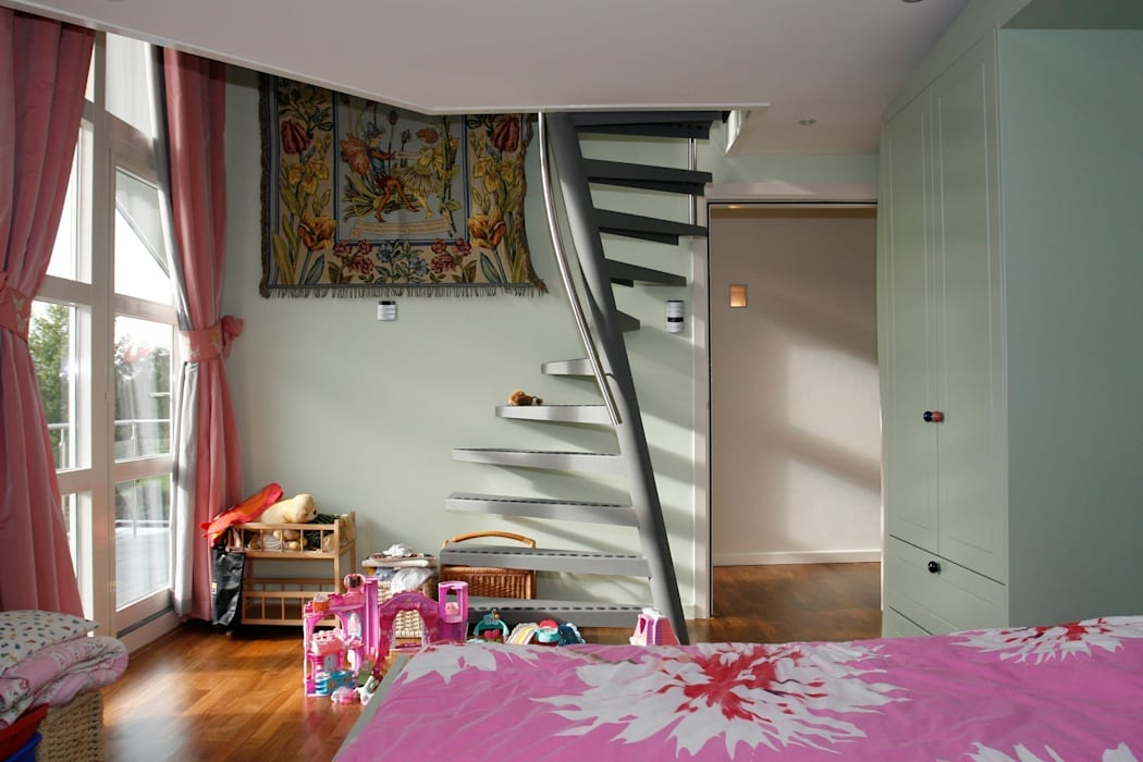 1m2 by EeStairs® - Ruimtebesparende trap:  Gang, hal & trappenhuis door EeStairs | Stairs and balustrades
