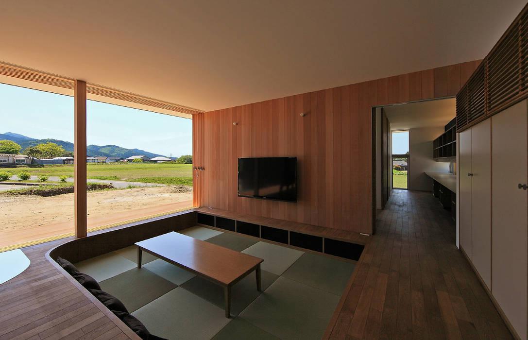 CONVEX HOUSE / リビング モダンデザインの リビング の SCALE ||| 株式会社スケール モダン