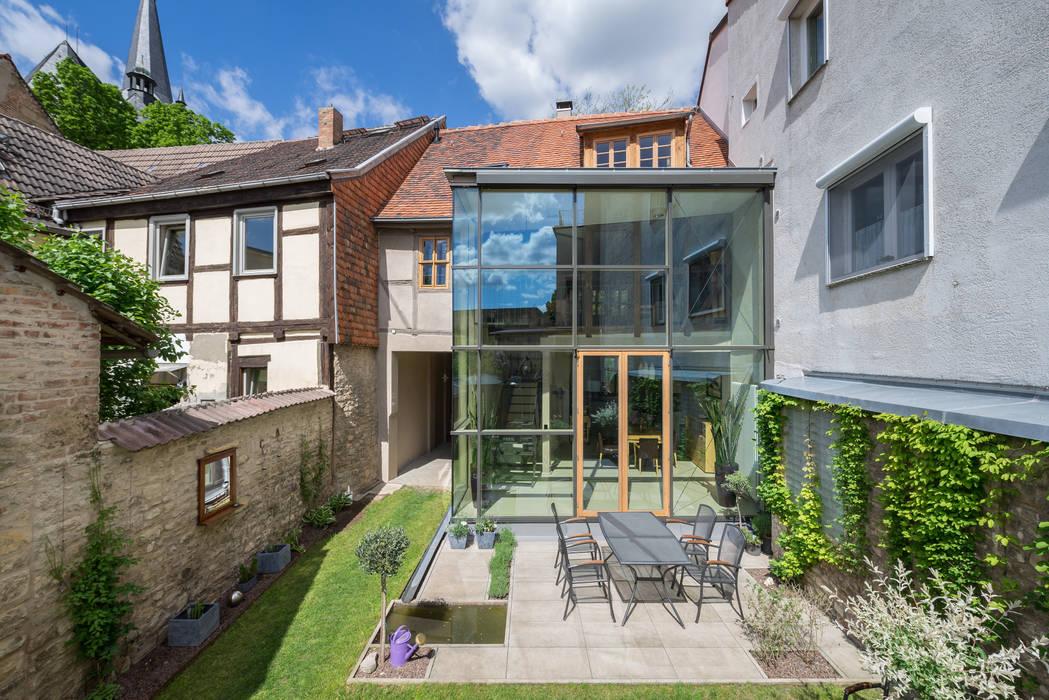 Classic style houses by qbatur Planungsgenossenschaft eG Classic