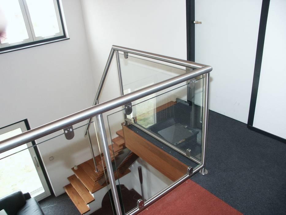 RVS balustrade met glas:  Gang en hal door Kouwenbergh Machinefabriek B.V., Modern