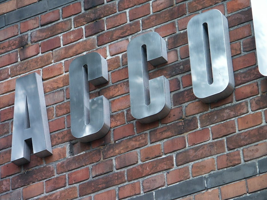 RVS gevelbelettering met doosprofiel-letters Industriële kantoor- & winkelruimten van Kouwenbergh Machinefabriek B.V. Industrieel