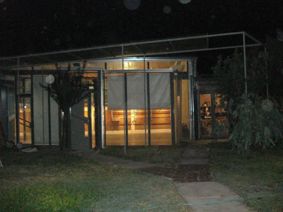 luz: Estudios y oficinas de estilo  por CRISTINA FORNO