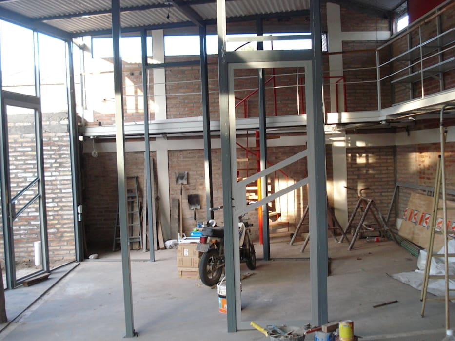 parantes Estudios y oficinas modernos de CRISTINA FORNO Moderno Metal