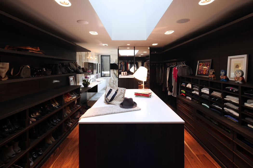 Dressing room by grupoarquitectura