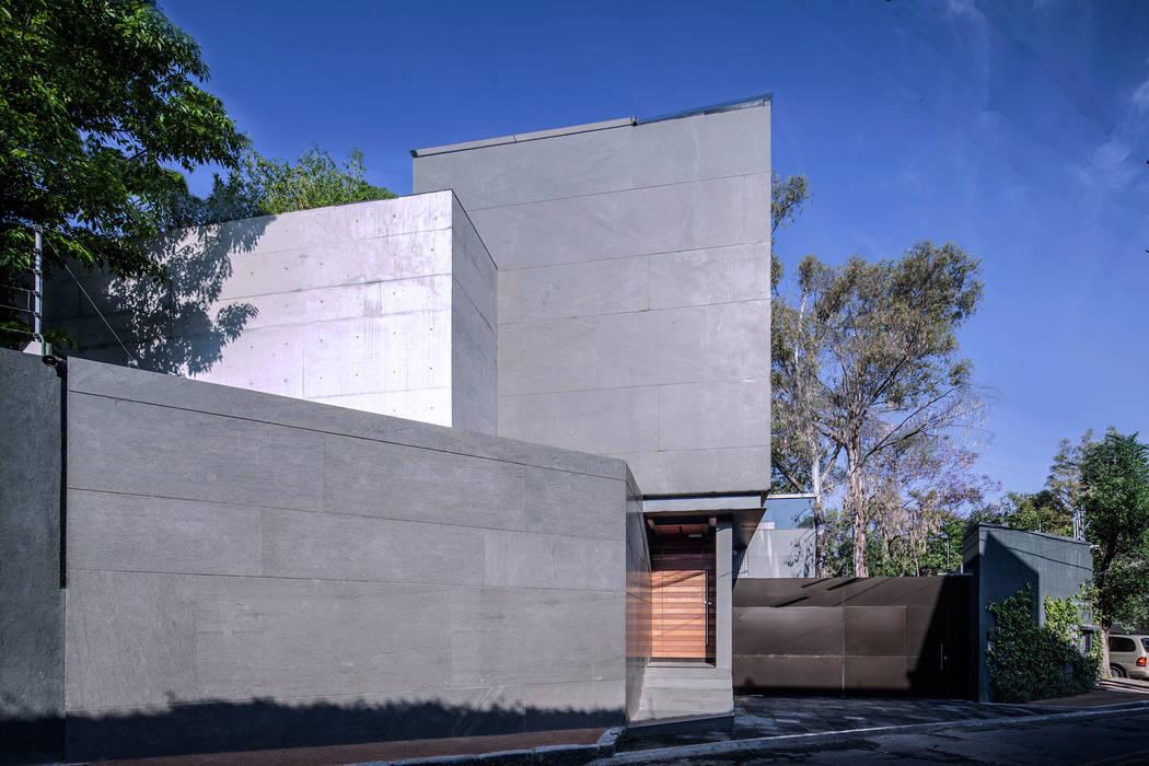 Minimalist house by grupoarquitectura Minimalist