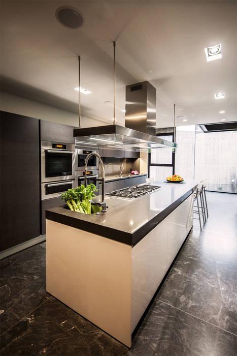Casa Basaltica Cocinas minimalistas de grupoarquitectura Minimalista