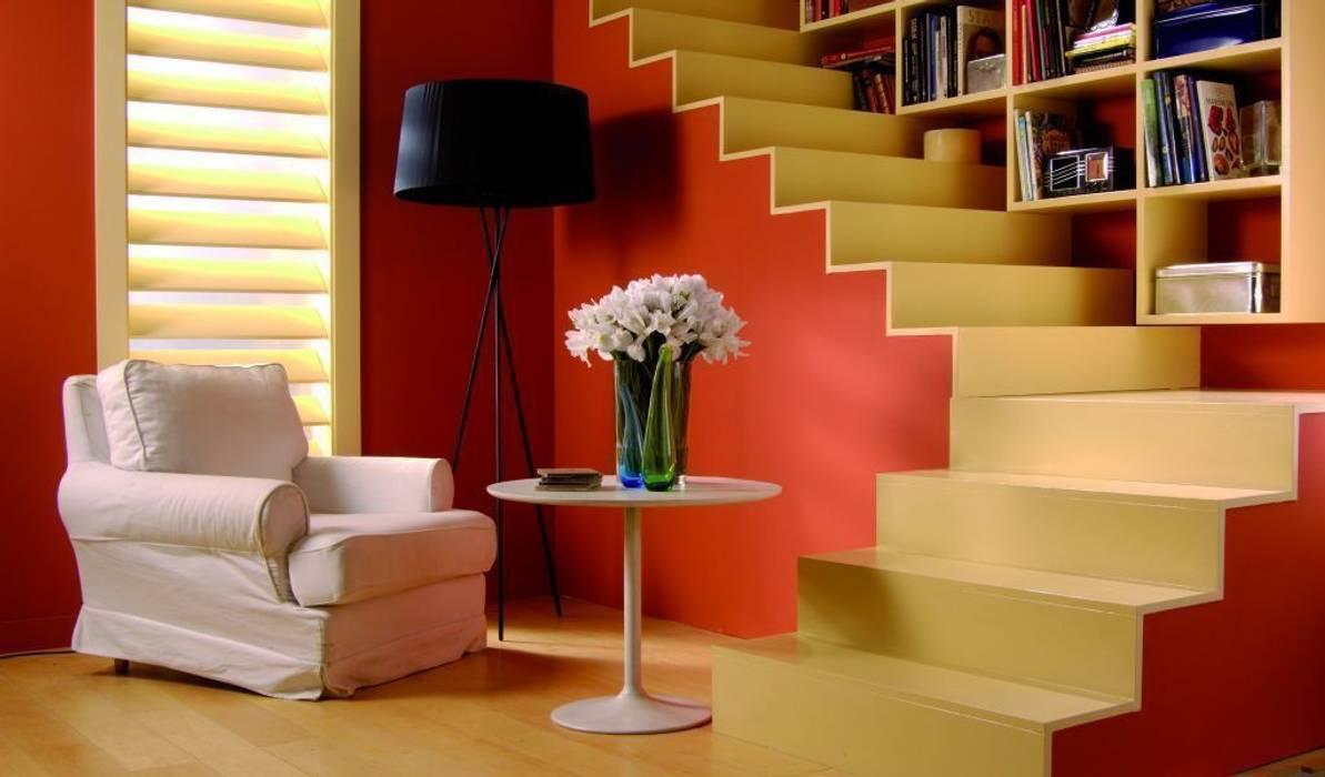 Couloir, entrée, escaliers scandinaves par Barcelona Pintores.es Scandinave