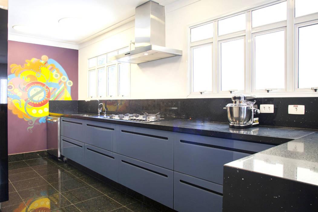 CASA MN: Cozinhas  por Aonze Arquitetura,