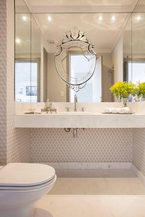 Klassische Badezimmer von Michelle Machado Arquitetura Klassisch Marmor